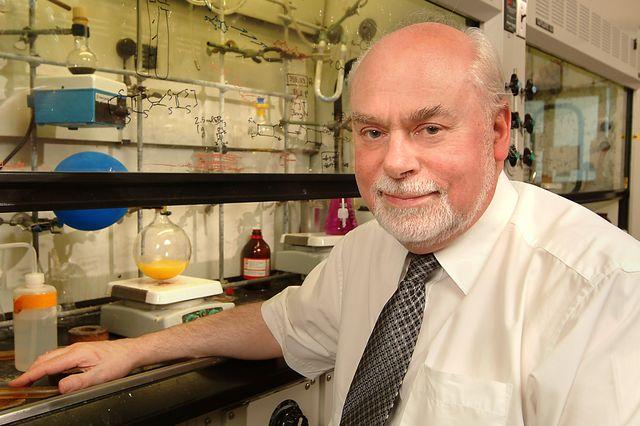J. Fraser Stoddart wins 2016 Nobel Prize in chemistry