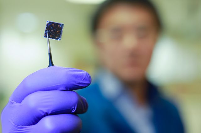 August 30, 2018 | Dual-layer solar cell developed at UCLA sets record for efficiently generating power